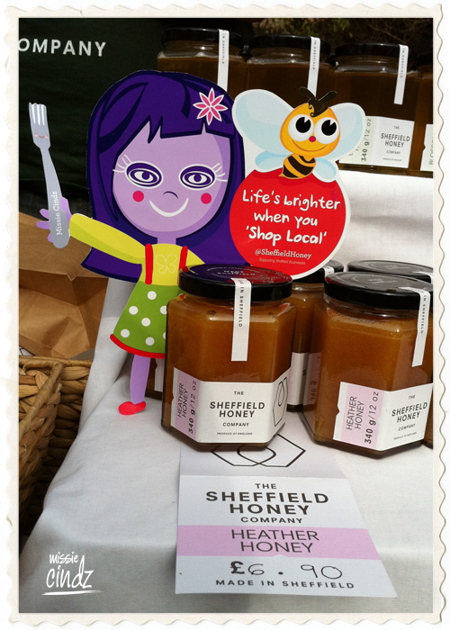 Missie Cindz busy at work with Sheffield Honey