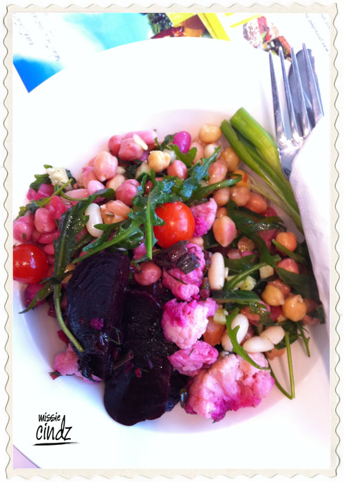 Who said a vegetarian lunch would be boring!? Look at these awesome PURPLE colours. Thanks Mr @PJTaste