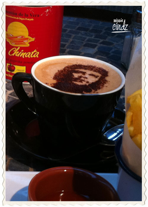 I really like how thay managed to get Che in my coffee. Slurp!