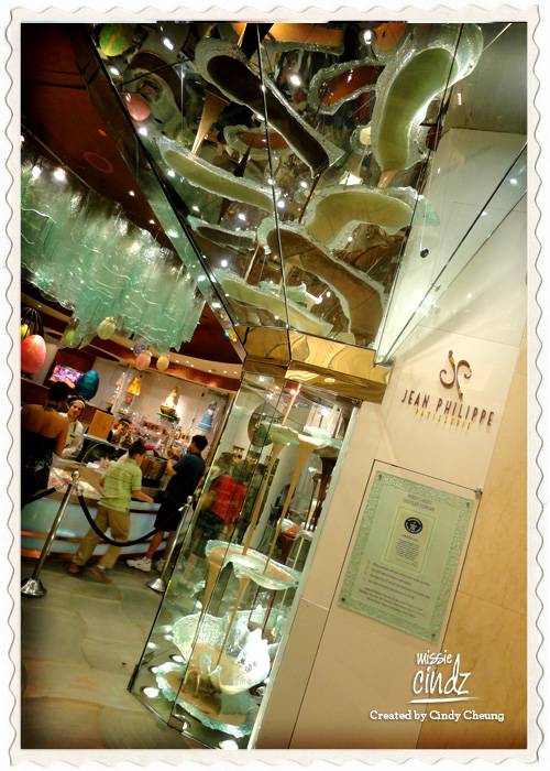 The largest chocolate fountain/waterfall in the world at Jean Philippe Patisserie, Bellagio