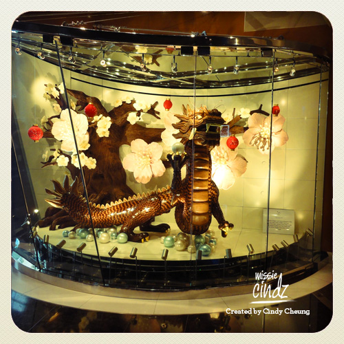 Jean Philippe's mesmerizing window display at The Aria. Chocolate-made blossom tree and dragon. Amazing!