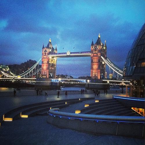 Missie Cindz in London, Tower Bridge